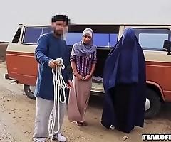 Arab bloke sells his own descendant