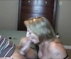 Hawt cheer up milf sucking!!!