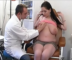 Bizarre gynaecologist tastes make an issue of patient's snatch