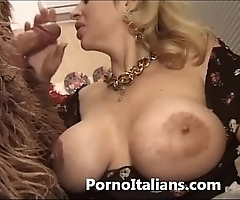 Italian porn engage in high jinks - porno comico italiano matura scopa hoodlum